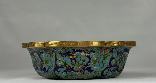 A lobed cloisonné bowl with lotus and dragons, 19th century - Asian Works of Art Style