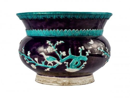 A Large Vase In The Shape Of A Spittoon In Fa-hua Enamels, 19th Century