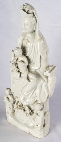 A large Blanc de Chine Dehua figure of Guanyin, 18th century - Asian Works of Art Style