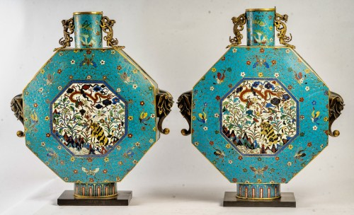 A Pair of large cloisonnés Bianhu moonflasks, Jiaqing period - Asian Works of Art Style