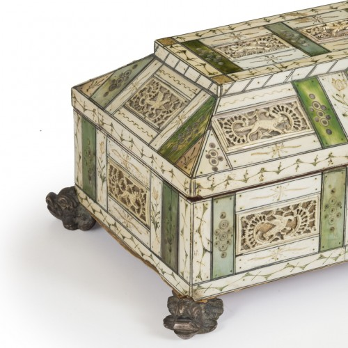 Antiquités - Casket in ivory