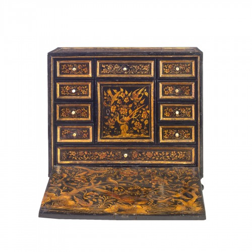 Cabinet in laquered and gilded wood, XVIII Century
