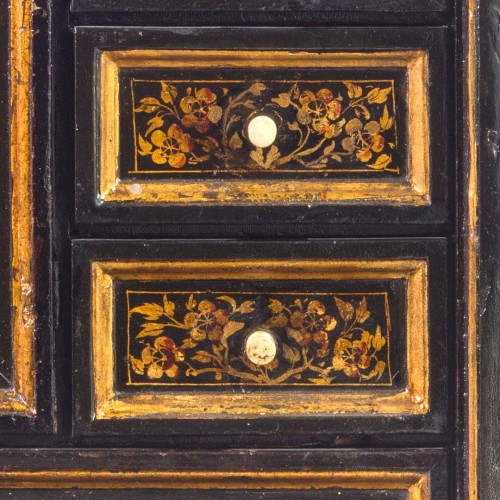 Furniture  - Cabinet in laquered and gilded wood, XVIII Century