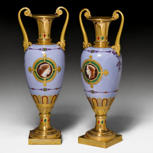 "A Sèvres pair of vases ""fuseau"" with dolphin handles - Porcelain & Faience Style Restauration - Charles X"