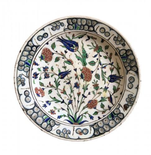 An Iznik faience dish