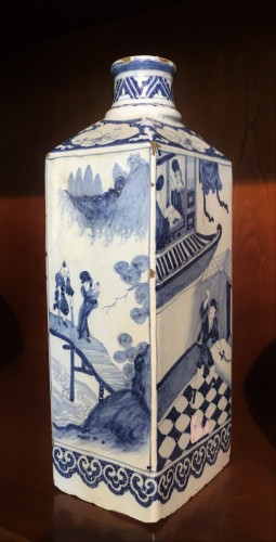 17th century - A Delft faience bottle