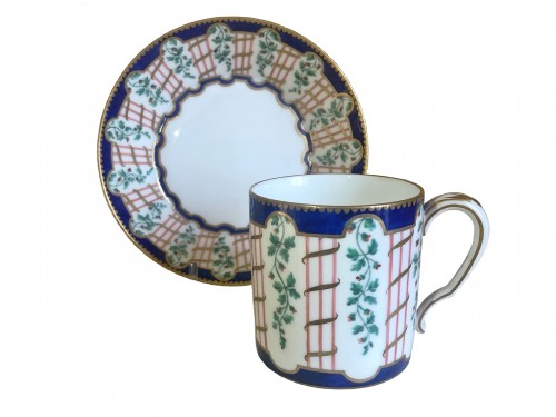 Cup and saucer in Sèvres porcelain