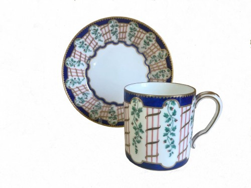 Cup and saucer in Sèvres porcelain - Porcelain & Faience Style