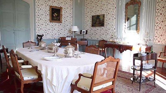 Le ch teau d 39 ansouis demeures de collectionneurs for Chateau d ax table de salle a manger